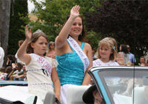 Junior Girls 2007 and 2008 and Royal 2008 in parade